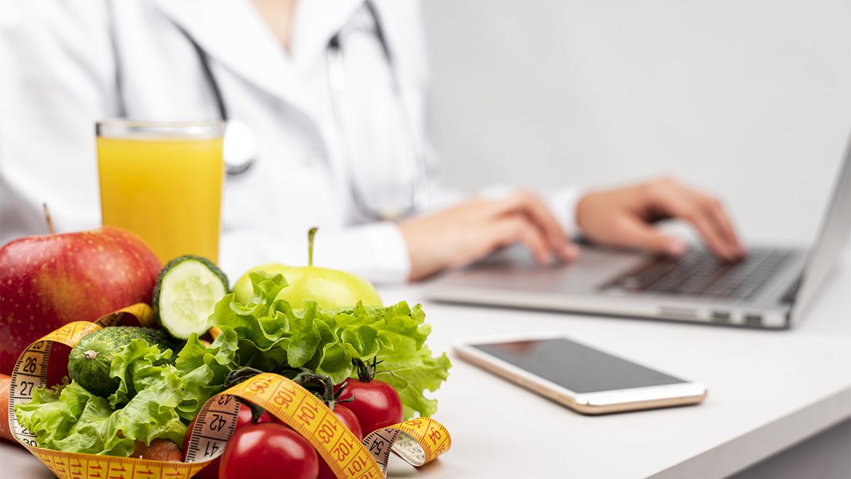 dietista al alvoro al computer
